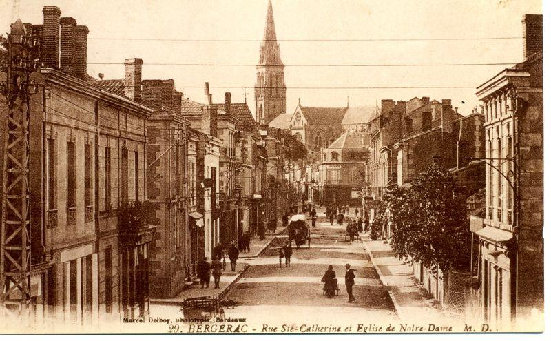 la rue Ste Catherine et l' Eglise Notre-Dame