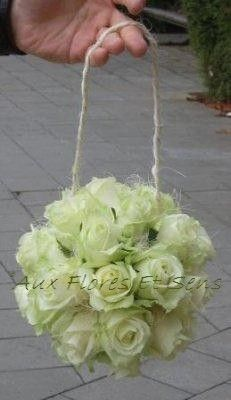 Aumônière de mariée que de roses blanches