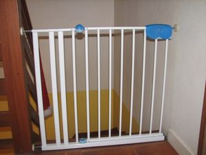 Barriere pour bebe images frompo 1 for Barriere de securite pour escalier helicoidale