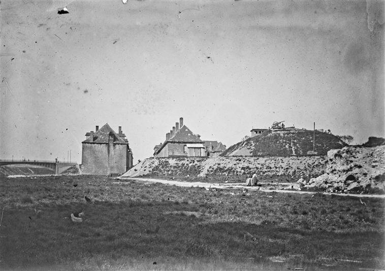 Front sud-ouest de la Citadelle-Ouvrage en terre n° 122 - Pas de Cheval