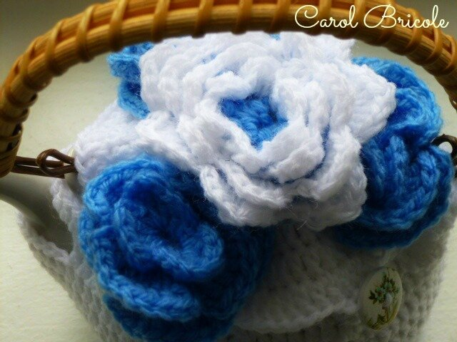 Tea cosy blue flowers 10