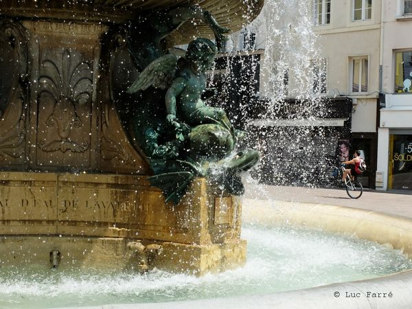 fontaine dauphins 03