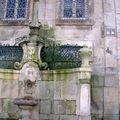 Fontaine sur côté de la Cathédrale