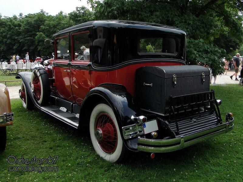 cadillac-v8-sedan-1928-2