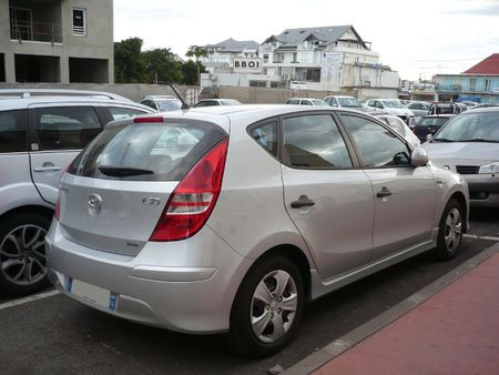 HYUNDAI i30 blue Saint Pierre (2)