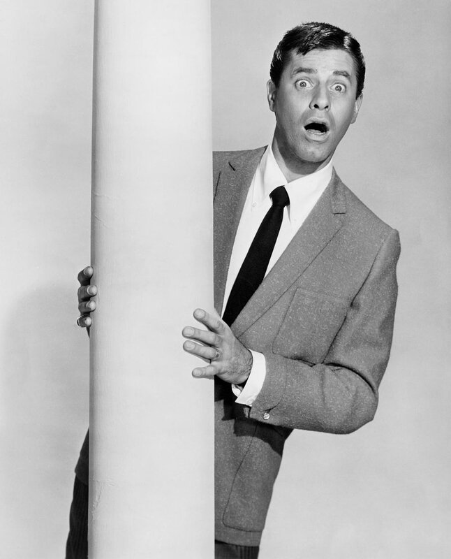 jerry-lewis-standing-with-column