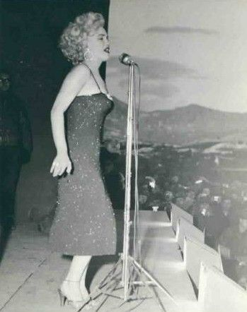 1954-02-korea-dress_purple-stage_out-sing-021-1