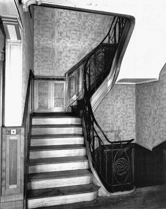 Château Falleur (24)-Vue de la cage d'escalier depuis le premier étage