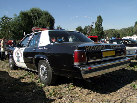 FORD LTD Crown Victoria 4door Sedan Police Interceptor 1991 Nesles Retro Expo 2010 2