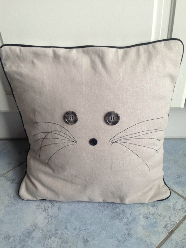 Coussin Chat passepoilé