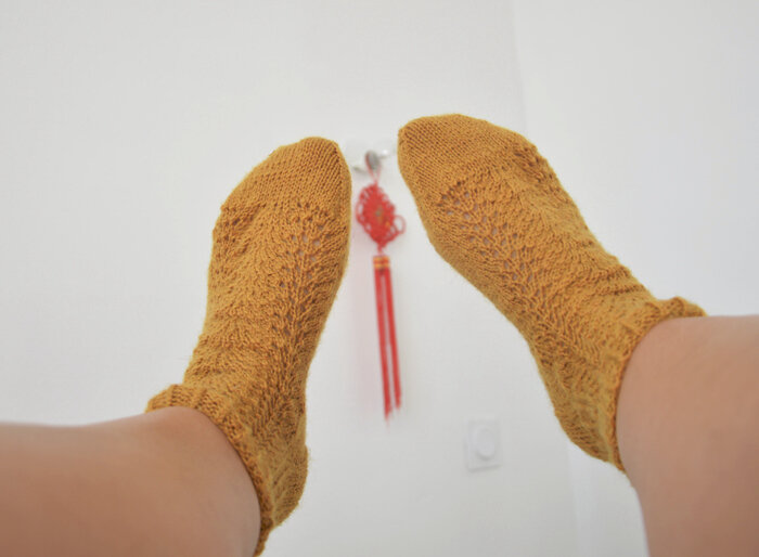 chaussettes-moutarde-Fabel-Drops-2doigtsdidee
