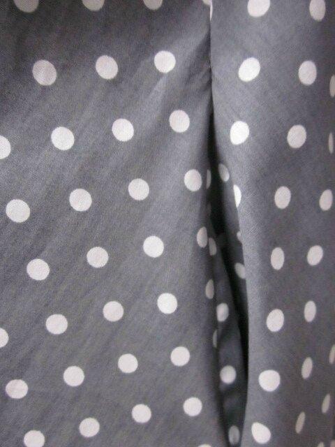 Robe HENRIETTE en coton gris à pois blancs (5)