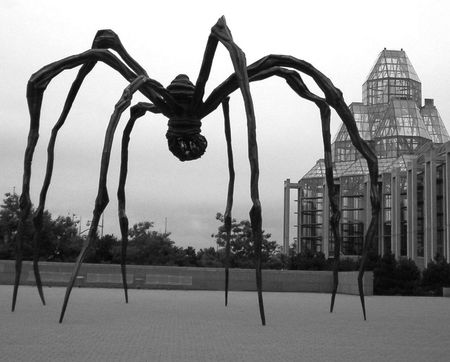 louise_bourgeois_spider_1