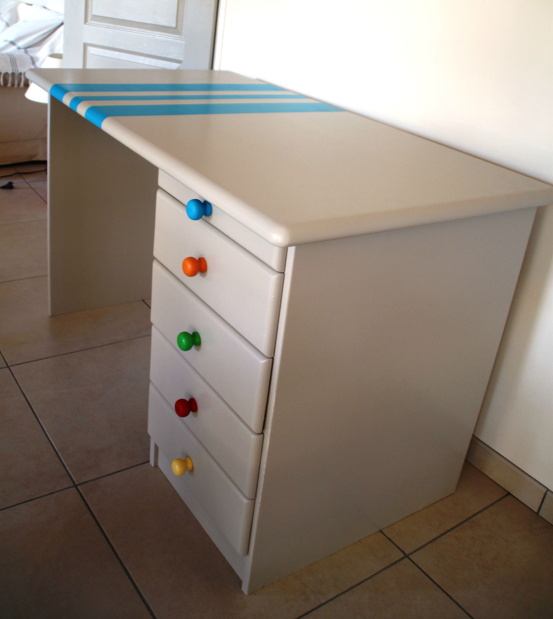 Le bureau de colin un travail 8 mains diy relooking for Customiser un meuble bureau