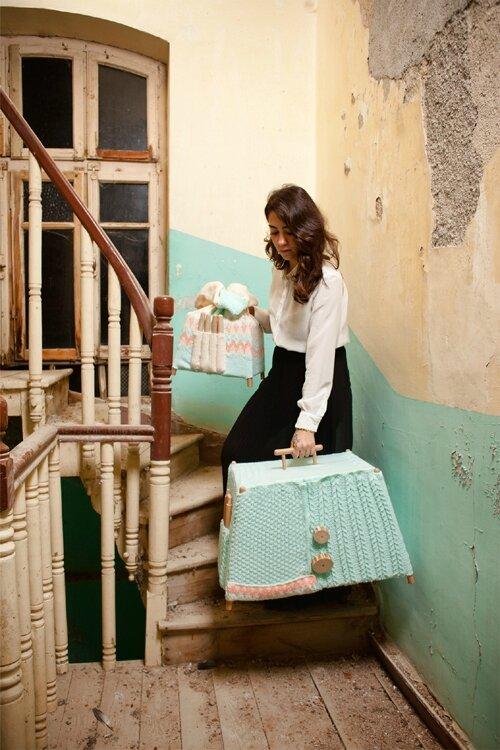 Designer-turc-fabrique-des-meubles-en-bois-et-en-laine-4