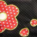 Trousse fleurs rouges