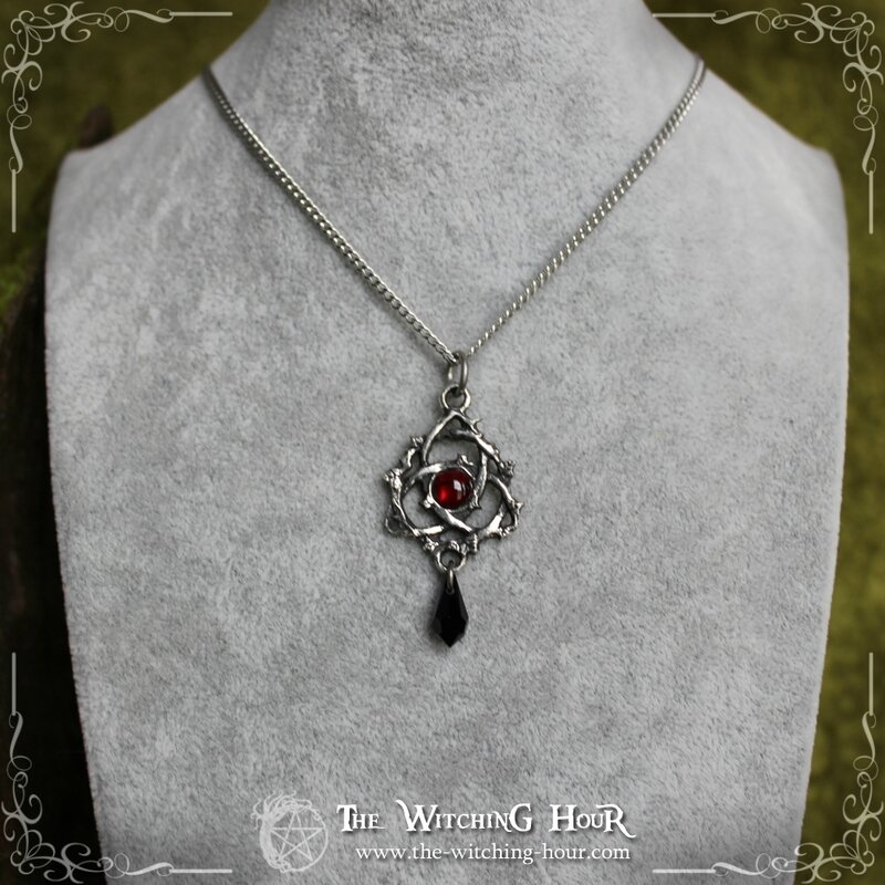 Collier triquetra abalone rouge 1 copie