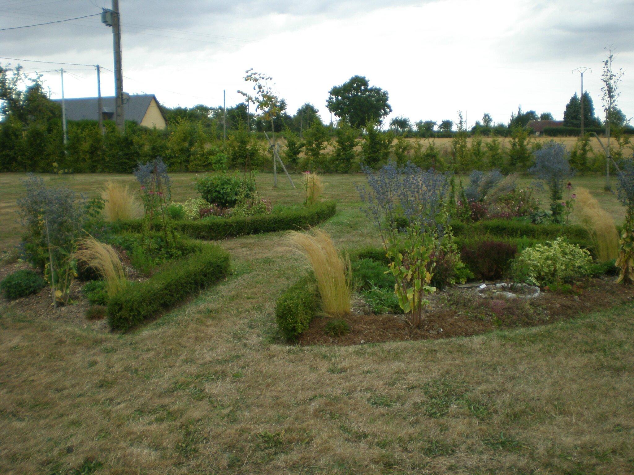Le jardin souffre boutures de reves le jardin de sophie for La maison du massif