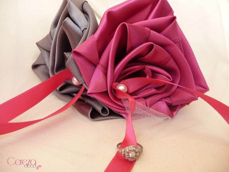 porte alliance fleur original mariage rose fuchsia gris anthracite perle tulle cereza deco 3