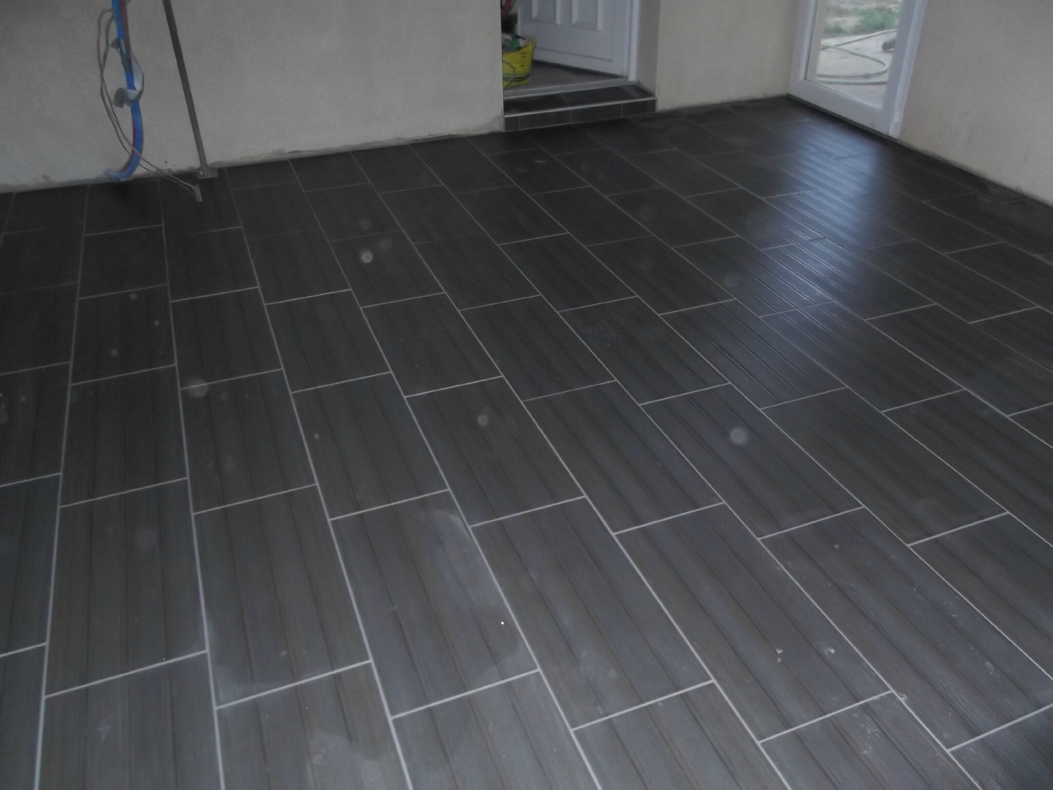 Couleur salon carrelage gris travaux renovation orleans for Prix carrelage pose m2