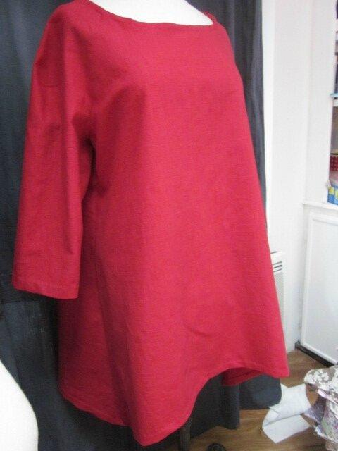 Une tunique EDMEE en lin rouge...
