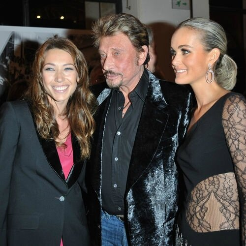 laura-smet-johnny-hallyday-laetitia-exposition-photographe-patrick-demarchelier-paris-2008_square500x500