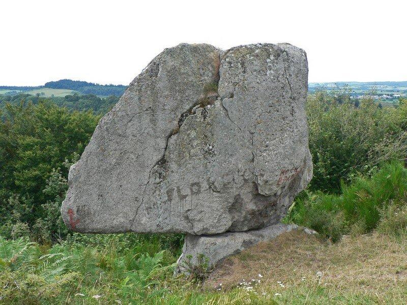Rochefort-Montagne, la Roche branlante