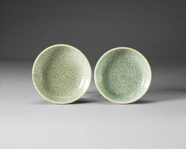Two small Guan-type dishes, 18th century or later
