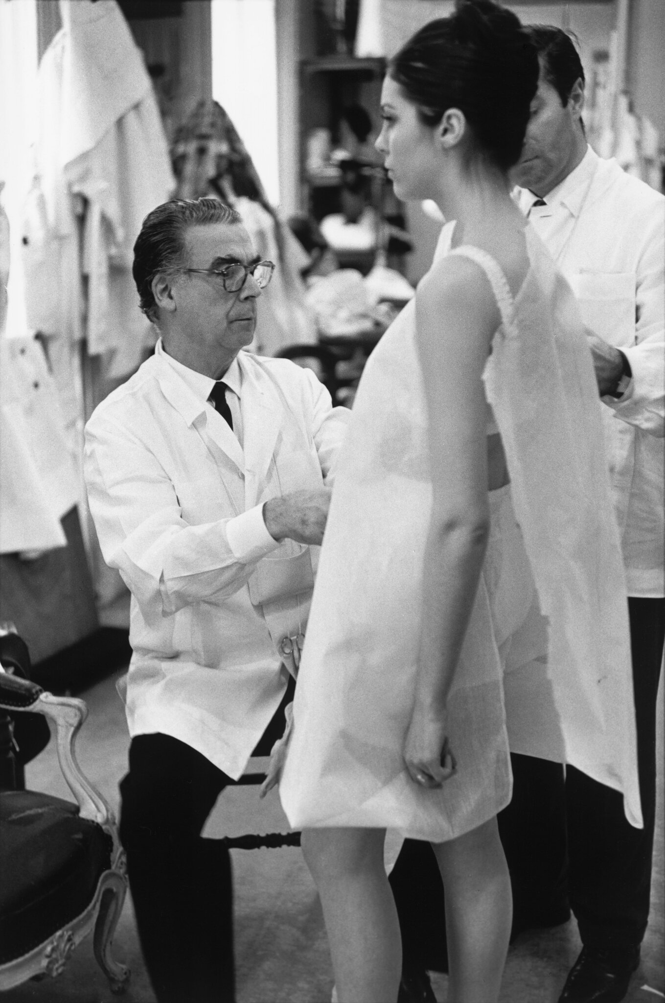 Crist├│bal_Balenciaga_at_work_Paris_1968