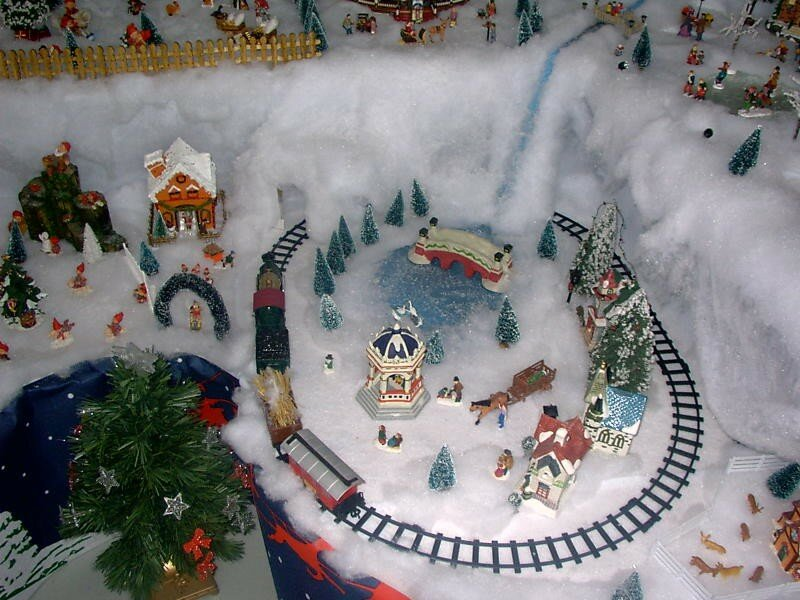Le train photo de village de no l 2003 noel miniature - Village de noel miniature ...