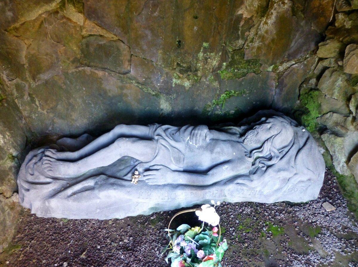Christ dans la grotte du Soldat à Volvic