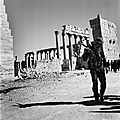 Palmyra ruins soldiers (2)