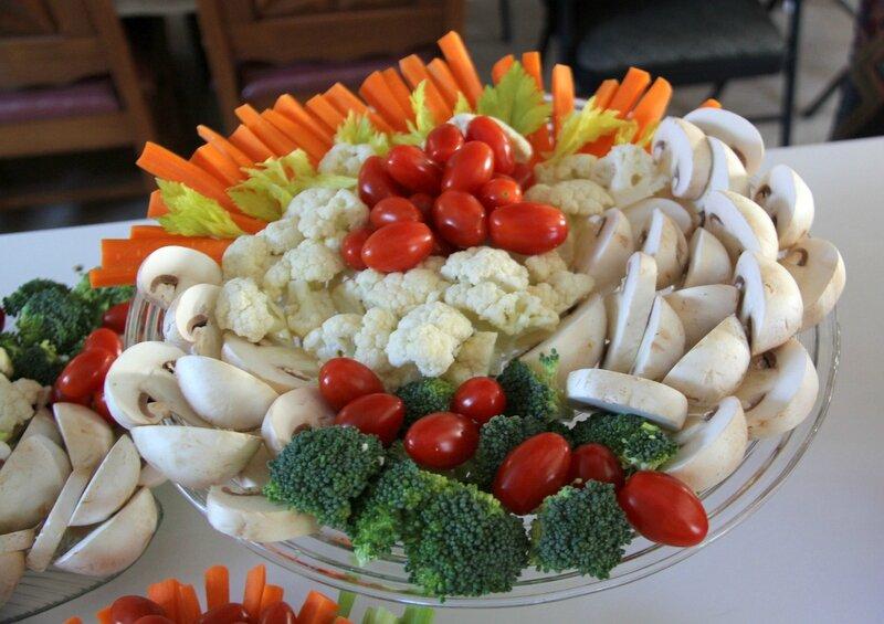 Table festive et pain étagé de fantaisie