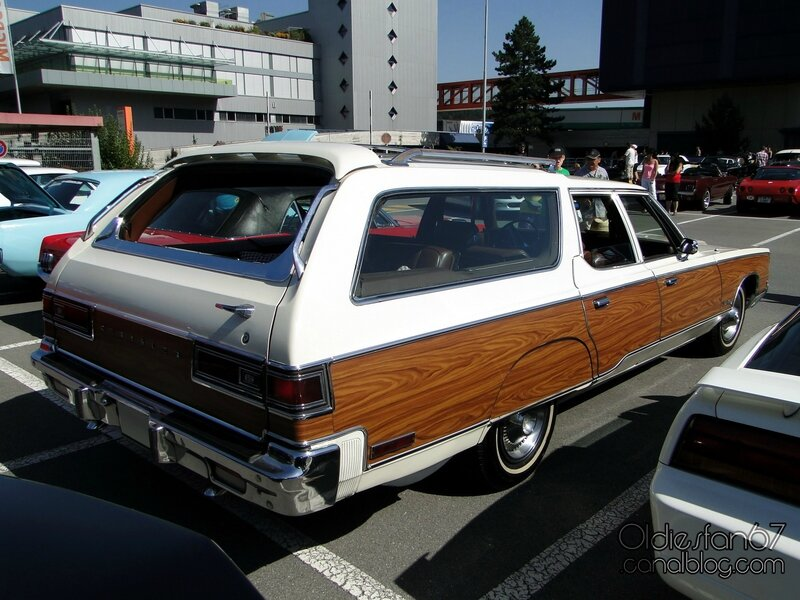 chrysler-town-and-country-wagon-1974-02