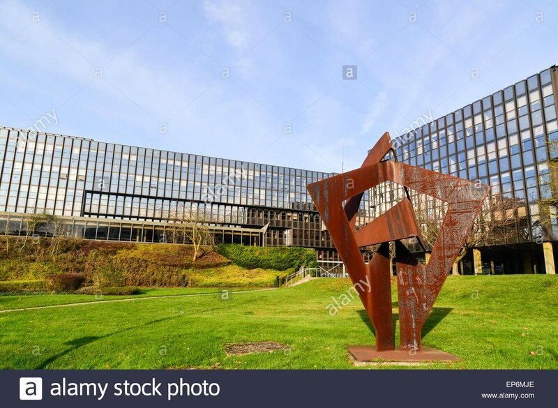 sculpture-at-the-european-commission-btiment-jean-monnet-in-the-european-EP6MJE