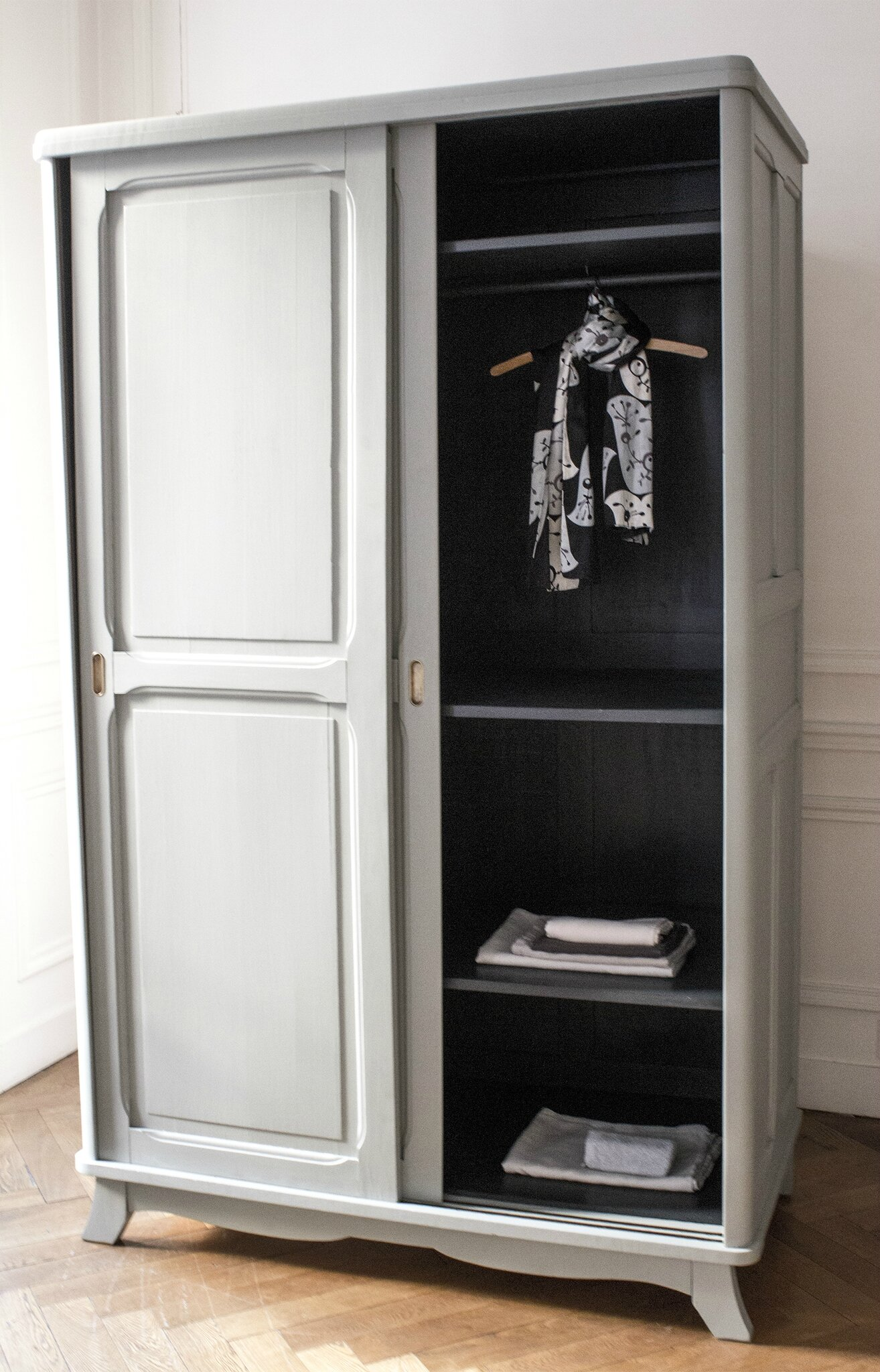 impressionnant armoire de chambre porte coulissante. Black Bedroom Furniture Sets. Home Design Ideas