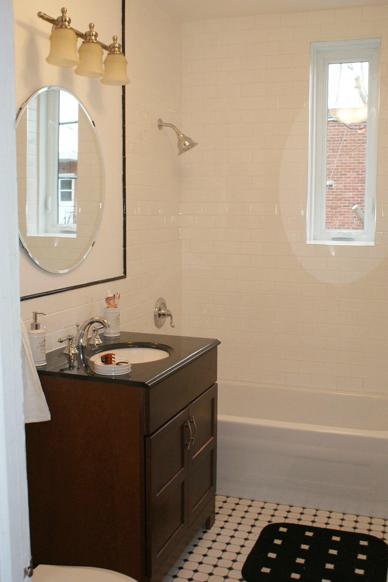 Salle de bain retro noir et blanc avec haute résolution ...