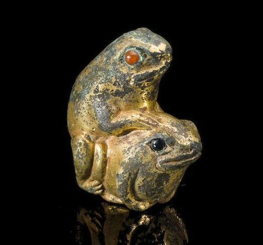 A small gilt metal weight, Song to Ming dynasty