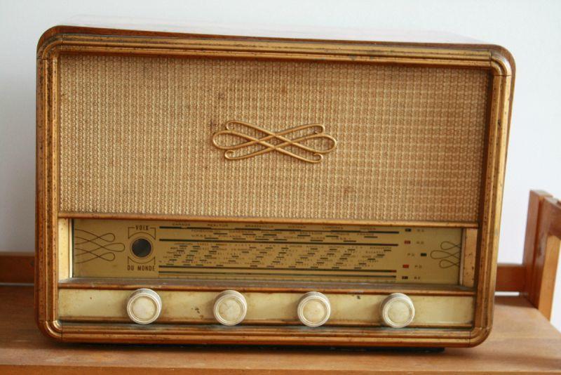 a vendre transistor radio ann es 40 fonctionne 55 brocknroll store. Black Bedroom Furniture Sets. Home Design Ideas