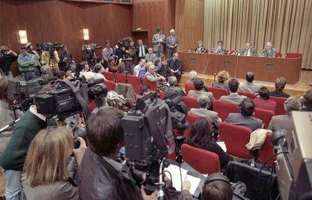 Bundesarchiv_1989_1109_Berlin_Schabowski_auf_Pressekonferenz