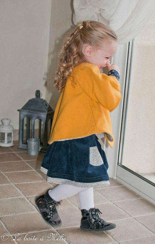 ensemble jaune jupe bolero Nais rire profil