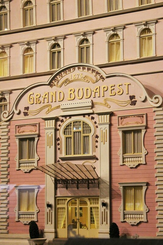 wes-anderson-follow-me-white-rabbit-alice-musee-miniature-lyon (4)