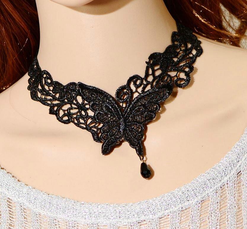 Collier en dentelle noir papillon