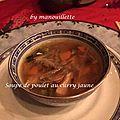Soupe de poulet au curry jaune