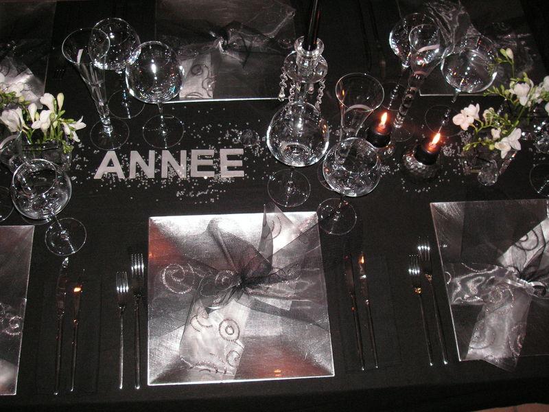 Table r veillon argent a table c t d co - Deco table reveillon nouvel an ...