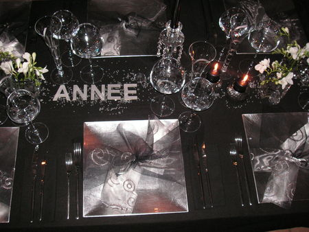 Table r veillon argent a table c t d co for Table de nouvel an deco