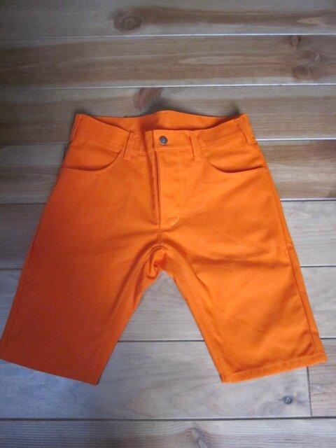 Un bermuda orange pour LUI...
