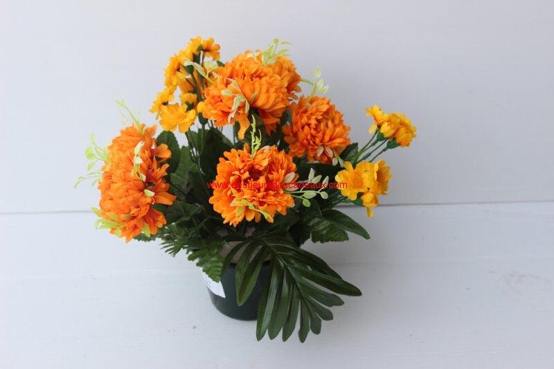 chrysanthème orange artificielles cimetière (79)