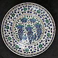 'Grape' dish. Turkey, Iznik, 17th century. The Metropolitan Museum of Art