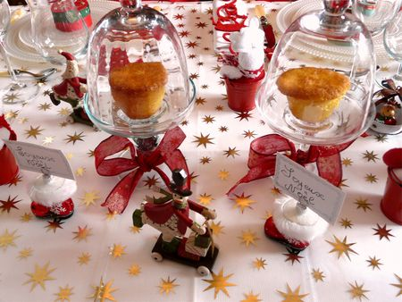 Table de noel rouge blanc deco de tables for Decoration de noel rouge et blanc